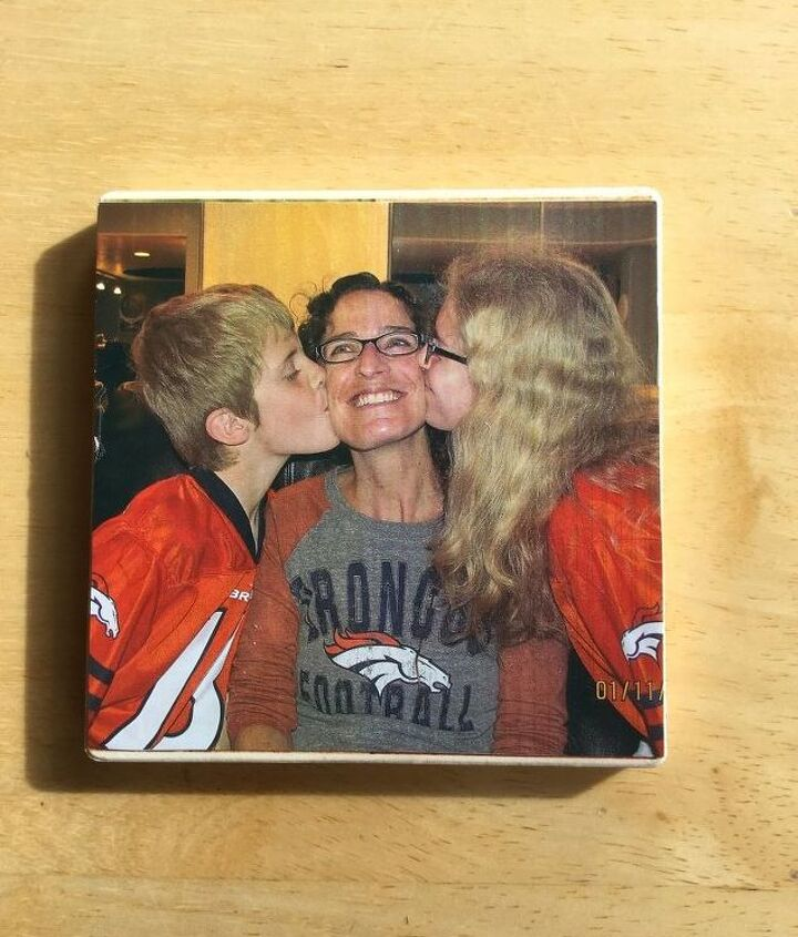 s crafters copy these gift ideas for your friends, Put Your Photo On A Coaster For Your Mom