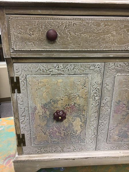 inlaid beaded edging with a fresco finish