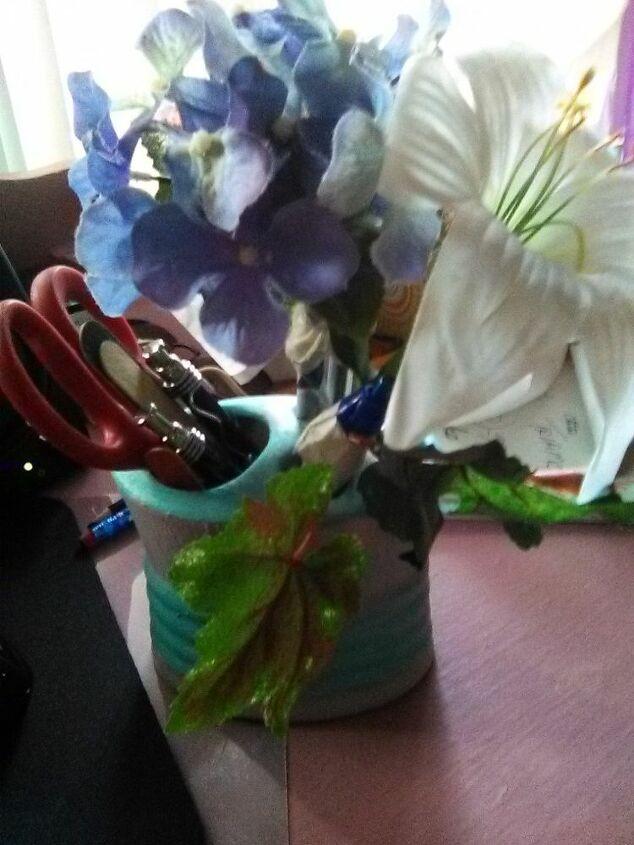 e flower pen arrangement