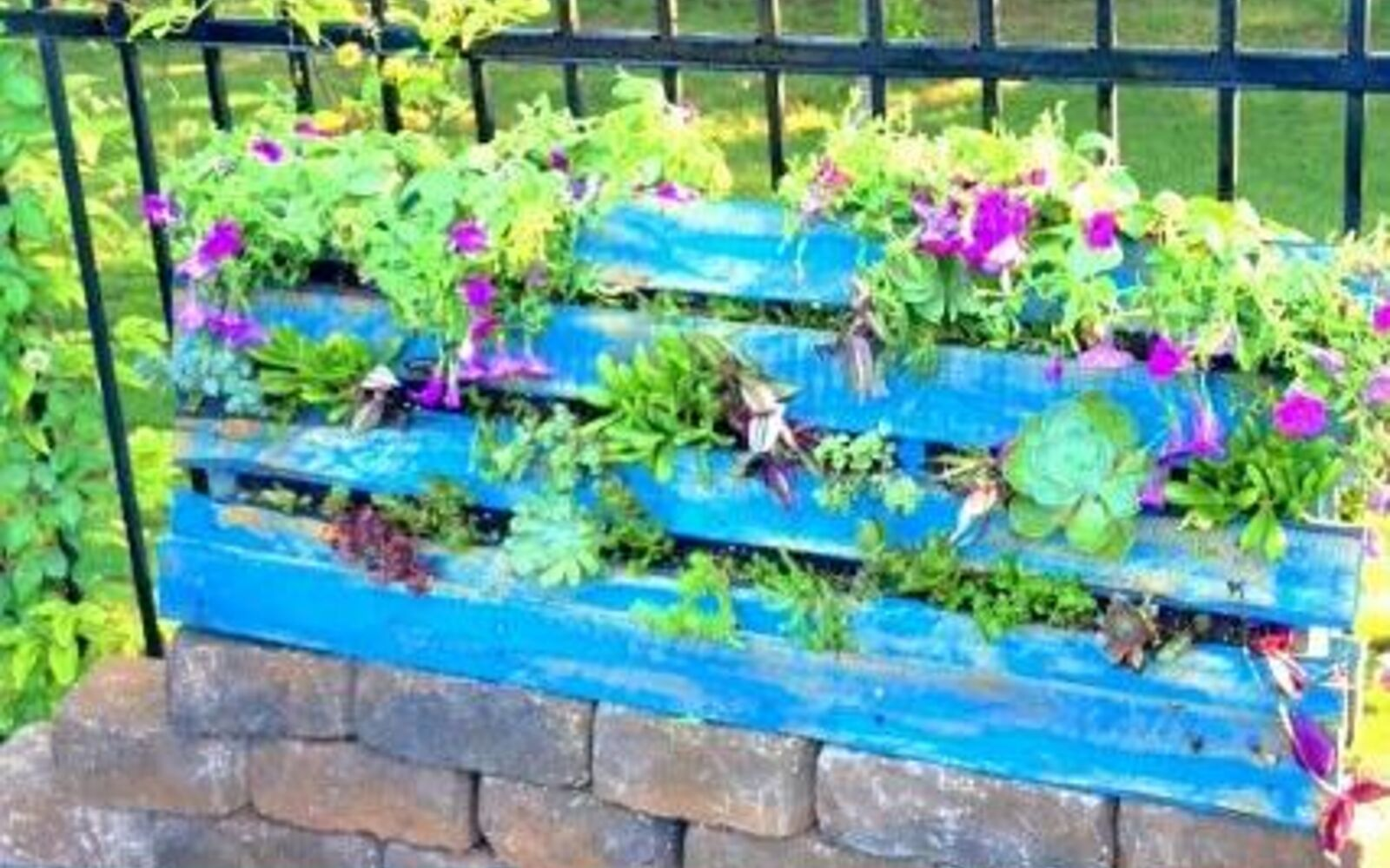 s 30 ways for you to style your garden, Craft A Pallet With Soil For Plants