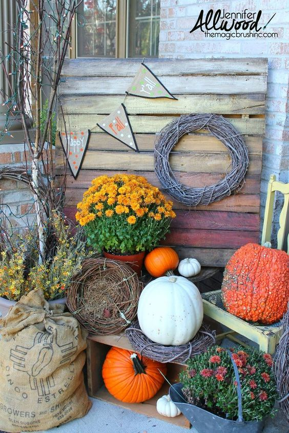 s 10 wonderful ways to use pallets and the results are beautiful, Design An Ombre Pallet For The Season