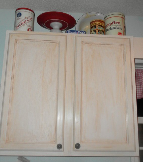 creating a display cabinet in your kitchen