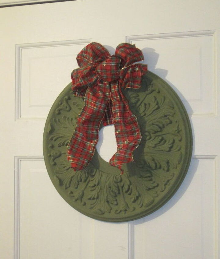 s 31 fabulous wreath ideas that will make your neighbors smile, Upcycle A Medallion With Americana Paint