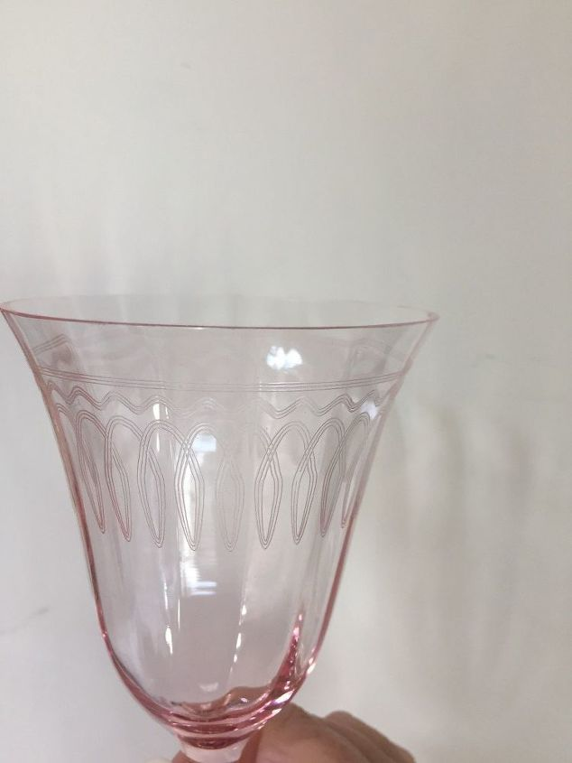 q does anyone know the identity of this crystal glass
