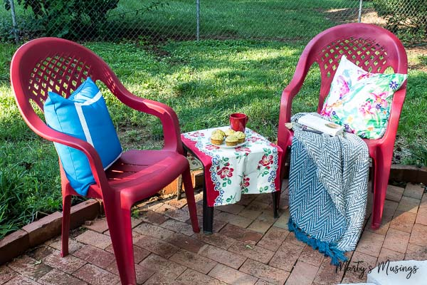 from ugly to brand new how to spray paint plastic chairs