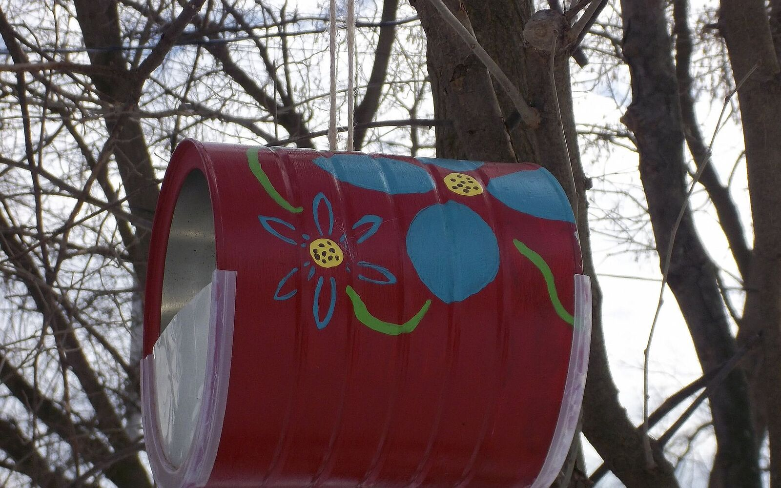 s save your old cans for these 30 home decor ideas, Make a pretty bird feeder
