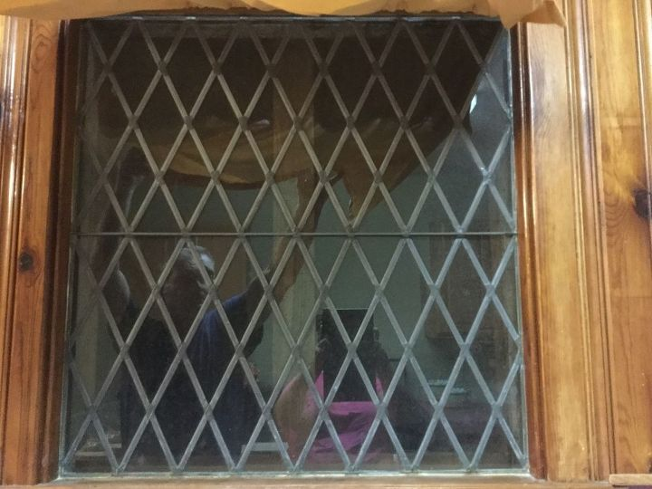 q how to paint an indoor window to look like stained glass