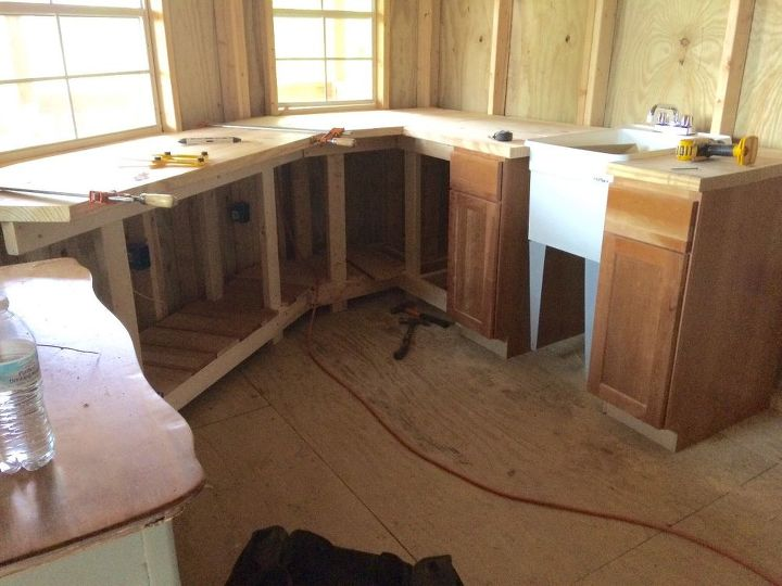 q i m building my own kitchen cabinets and countertop my question is w
