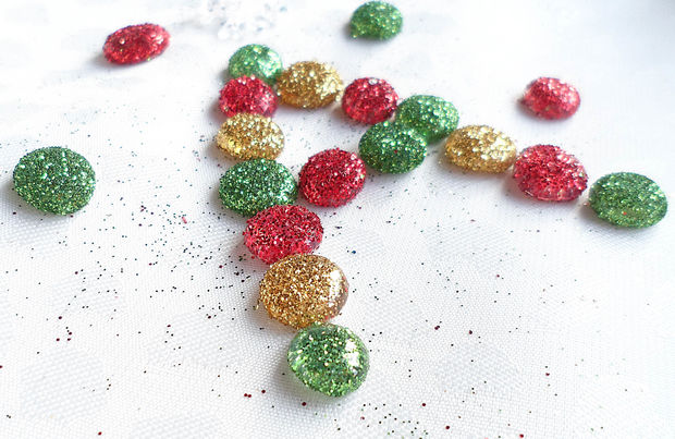 diy wonderful glitter dots ornaments step by step