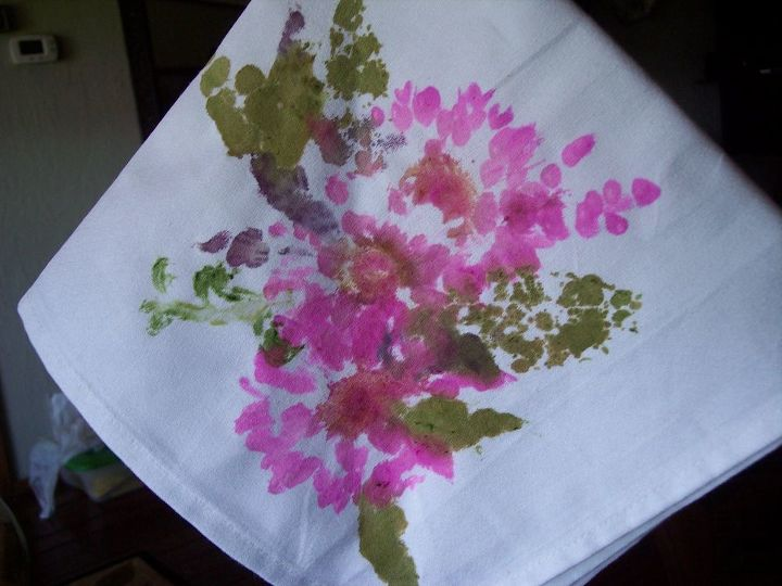 s 30 jaw dropping decorating techniques you ve never seen before, Hammer flowers on napkins for fun decor