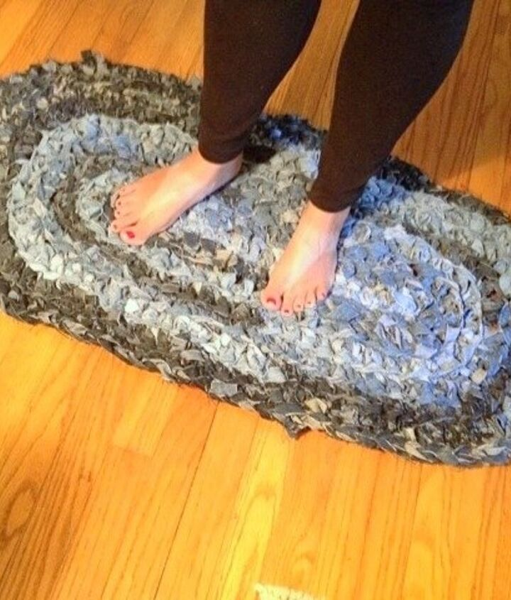 s 30 ways to use old jeans for brilliant craft ideas, Weave Jean Scraps Into A Shag Rug