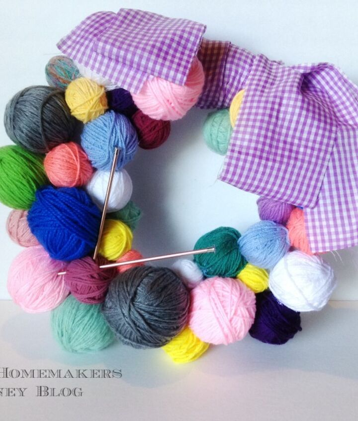 s 30 fabulous wreath ideas that will make your neighbors smile, Gather yarn in a ball with a knitting needles