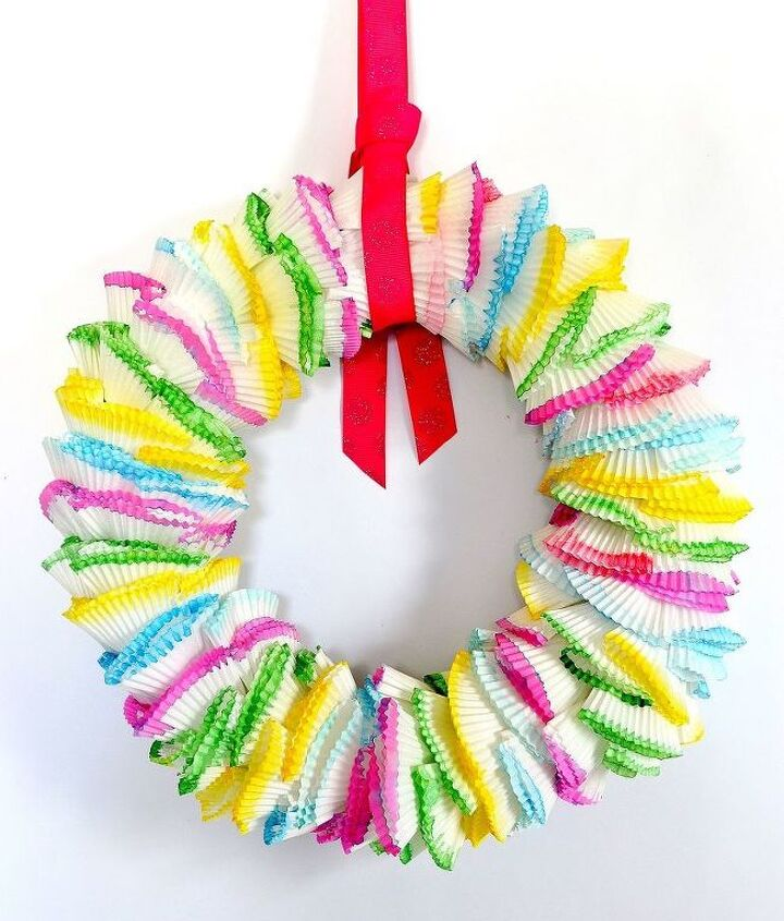 s 30 fabulous wreath ideas that will make your neighbors smile, Show off your sweet tooth with cupcake iners