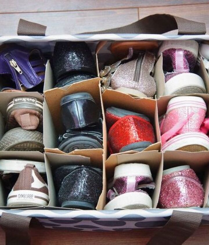 s 30 amazing ways to organize your shoes, Organize them into a large tote bag