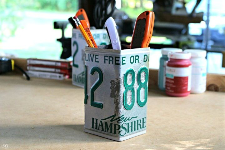 s 30 ideas to make your office look great, License plate pencil cup