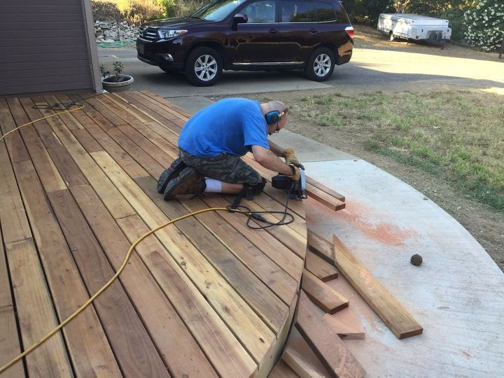 Do It Yourself Home Design: DIY Curved Floating Deck