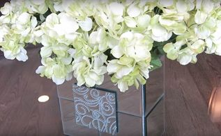 a neat inexpensive way you can make a mirrored flower vase