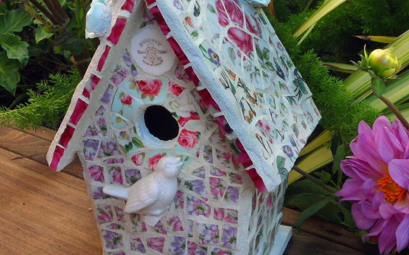 15 Loving Repurpose Projects Your Family Can Do For Birds