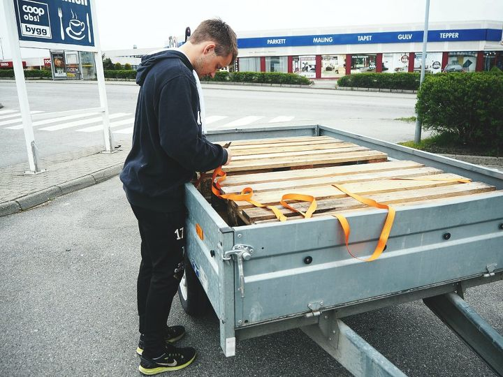 Picking pallets