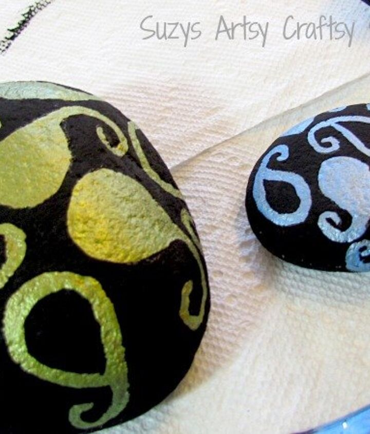 pretty painted stones for your garden