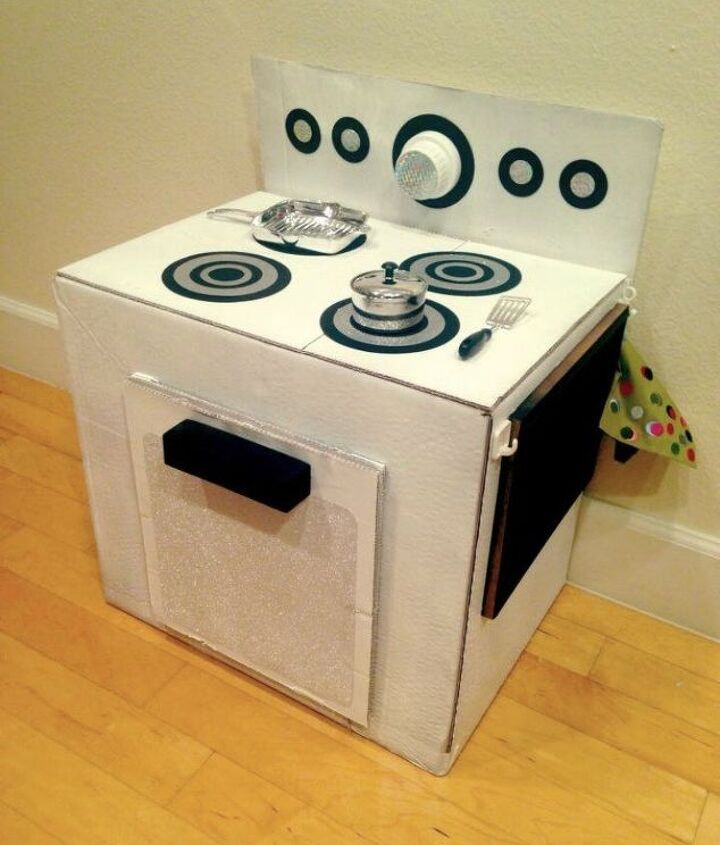 s 17 parents who deserve a standing ovation today, This mom who made a play stove from a box