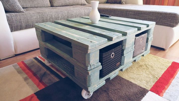 s 15 perfect coffee tables you and your husband can build together, Saw Pallets Into A Coffee Table