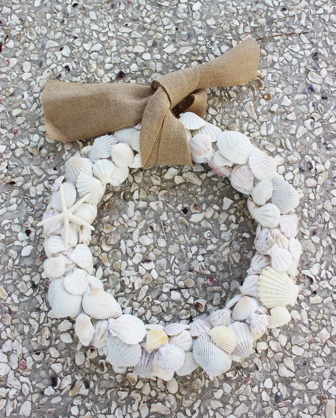s 13 enjoyable burlap wreaths that ll make you smile when you see them, Knot Burlap On Seashells