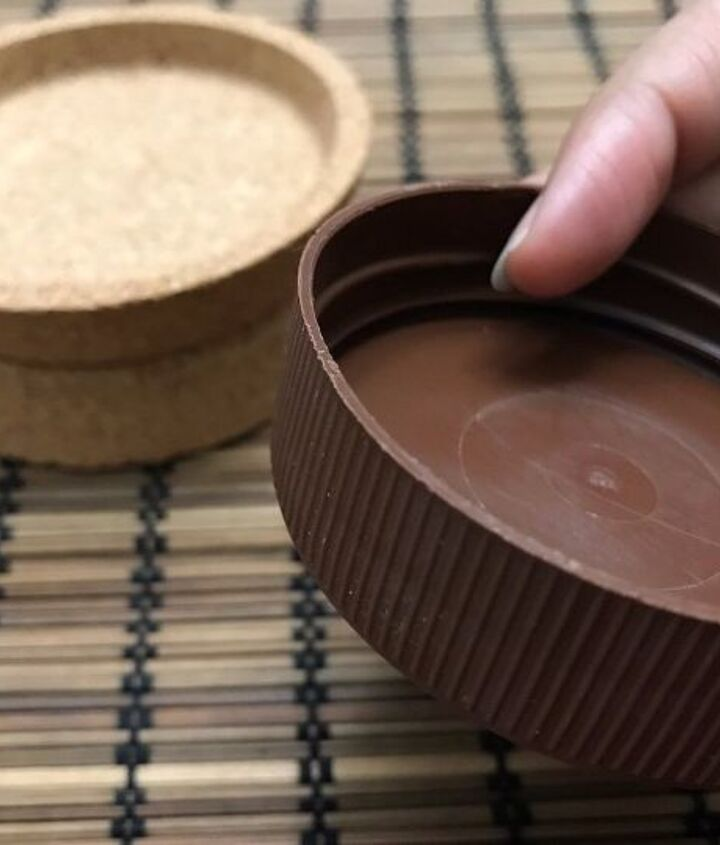 Lid from jar of cocoa spread.