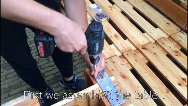 build a sofa from pallets outdoors