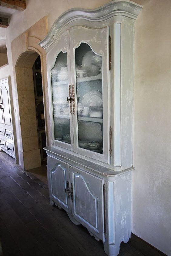 modern farmhouse diy distressing paint technique