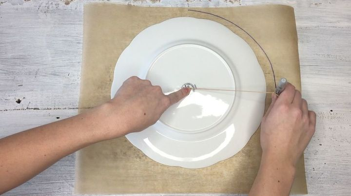 s how to make hot glue placemats more crafts ideas, Step 2 Trace a plate