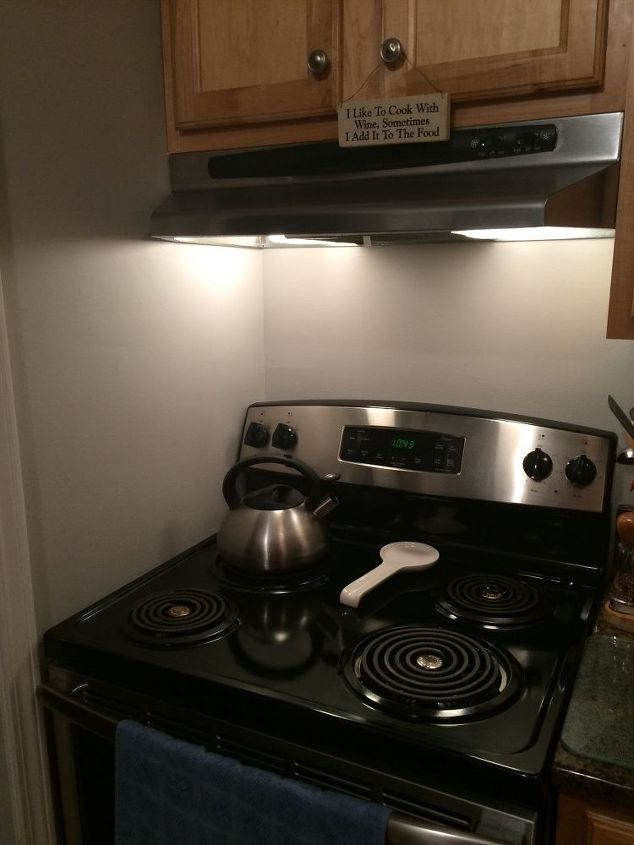 Tile Around A Stove Or Stainless Plate