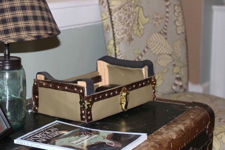 how to upcycle a cutie crate into vintage trunk and stop your entryway
