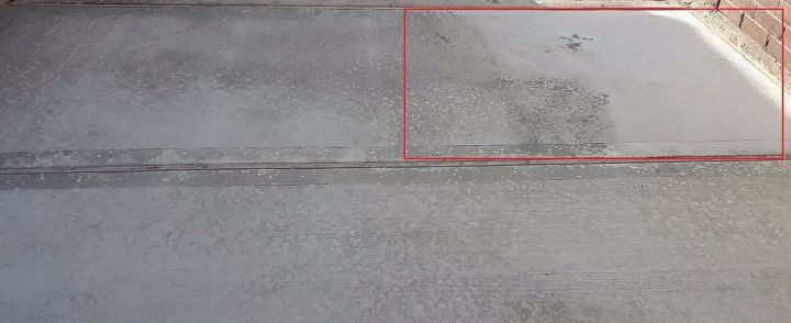 q multiple discolorations in newly poured concrete slab