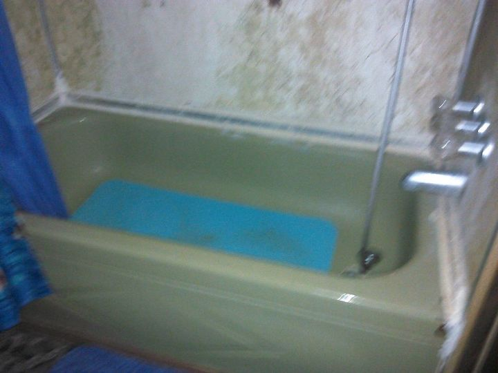 Can I paint this wall in bathtub? | Hometalk