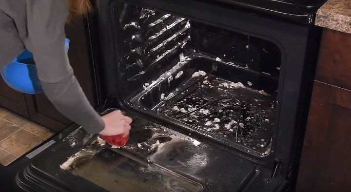 how to clean your oven with baking soda vinegar