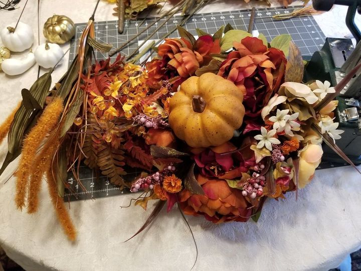 let s make a fall pumpkin centerpiece and get your home fall ready