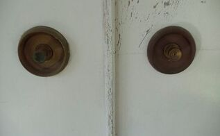 q how to clean old brass doorknobs