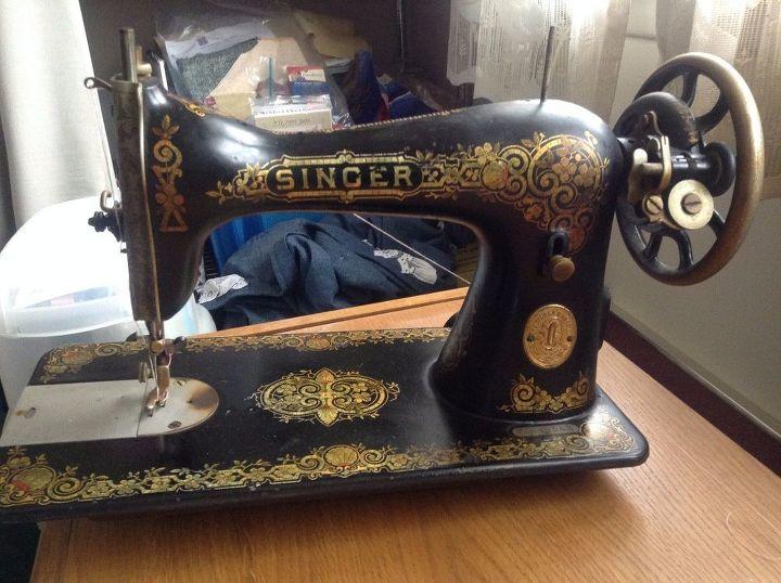 q old singer sewing machine