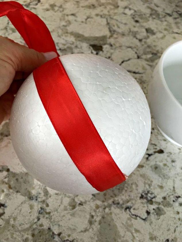 make a christmas kissing ball