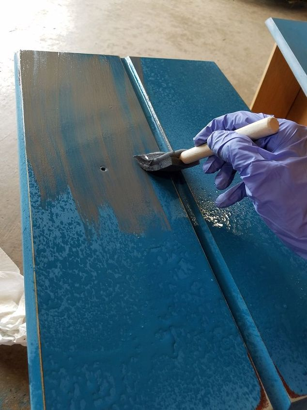 Apply gray gel stain then wipe off with cloth