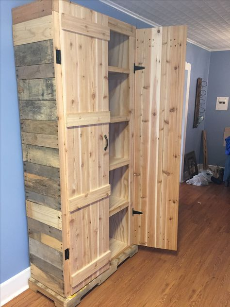 q how to make a pantry out of pallets