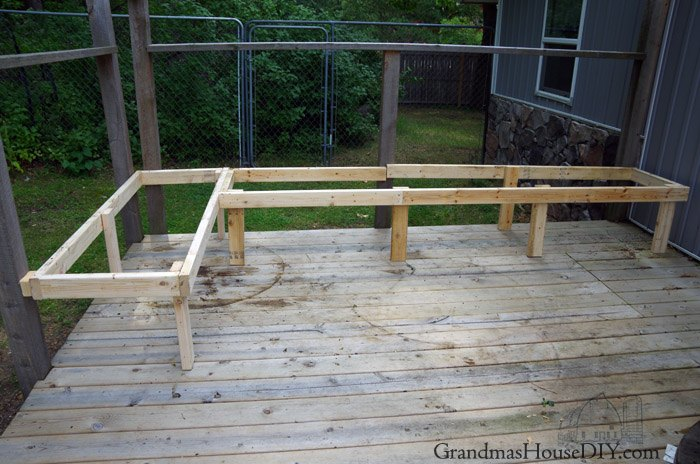 outdoor built in bench for our deck