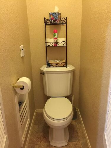 10' ceiling, orange peel texture, good tile floor. Small saloon doors.  Built-in tp holder and magazine rack. Color is a dark beige.