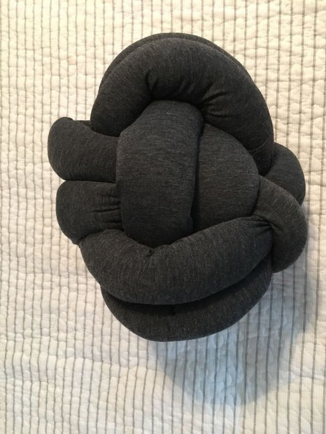 three super easy no sew pillows