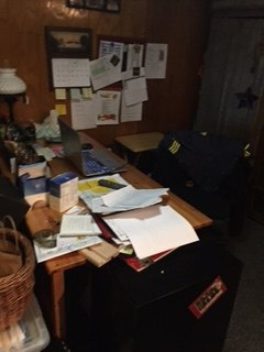 q help i need to organize my desk home office space