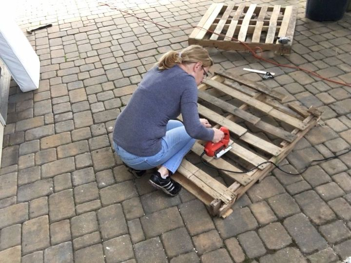 s 3 fantastic step by step ideas what to do with pallets, Step 2 Cut off the excess pallet