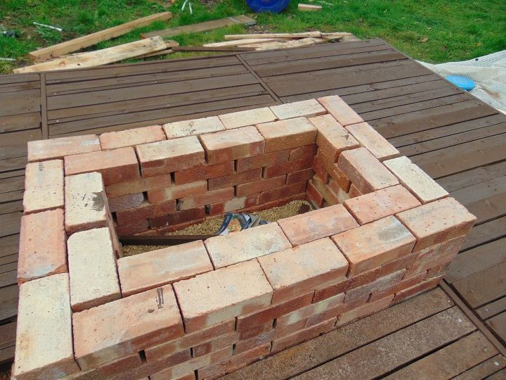 She lays pallets on cinder blocks in her yard 120 later for Pallet fire pit