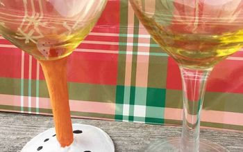 holiday painted wine glass