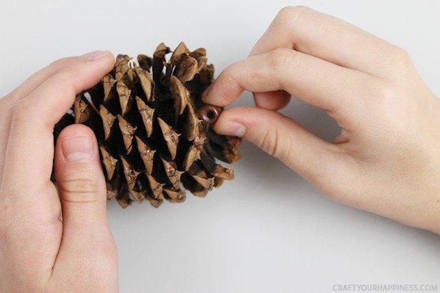 30 min pinecone wreath